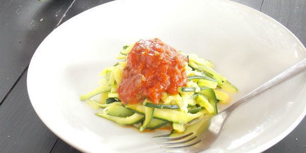 how to cut zucchini into strips