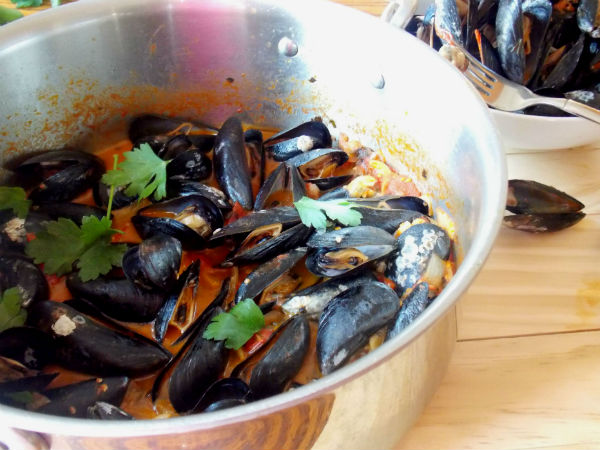 Spicy Garlic Tomato Mussels for Vday! SO Good