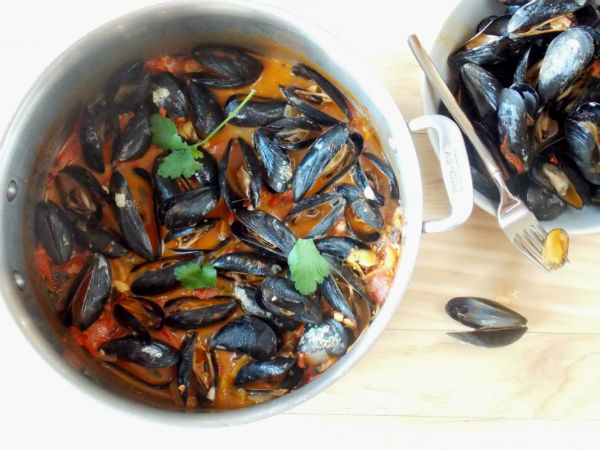 Spicy Tomato Garlic Mussels Date Night Food from My Clean Kitchen