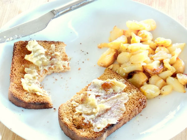 So easy and tasty Plated Roasted Garlic and Toast